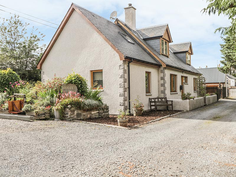 Dolce Casa Grantown-on-Spey - exterior holiday cottage