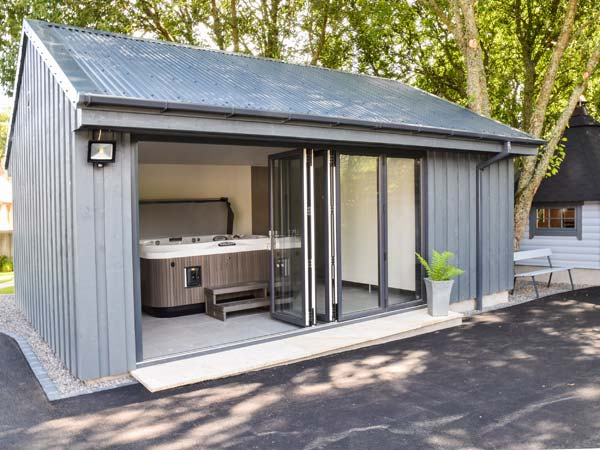 little chestnut muir ord exterior scotland self catering hot tub