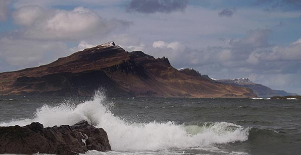 Things to do on the Isle of Skye - Curved cliff ridge which is the route to Tianavaig summit