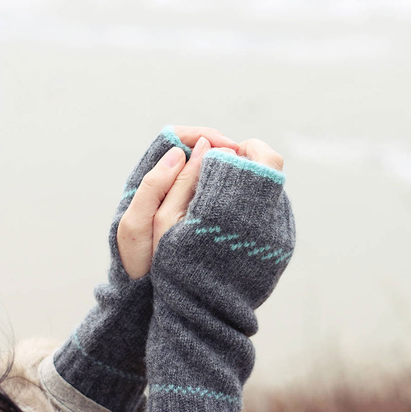 Scottish gifts for her - Scottish lambswool fingerless mittens